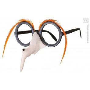 bril met heksenneus en oranje wenkbrouwen